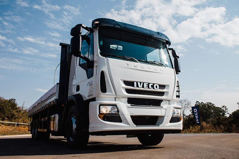 IVECO amplía la versatilidad de la línea de semipesados con el nuevo Tector Auto-Shift